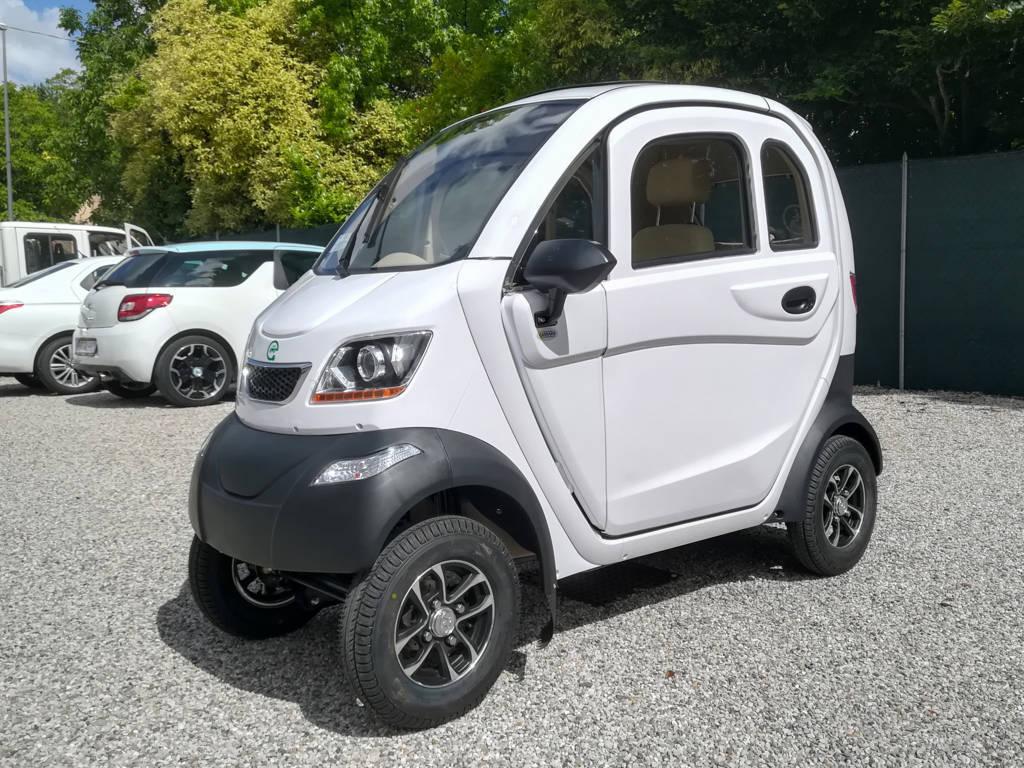 auto-senza-patente-per-anziani-minicar-freedom-uno-bianco-scooter-anziani-disabili_1