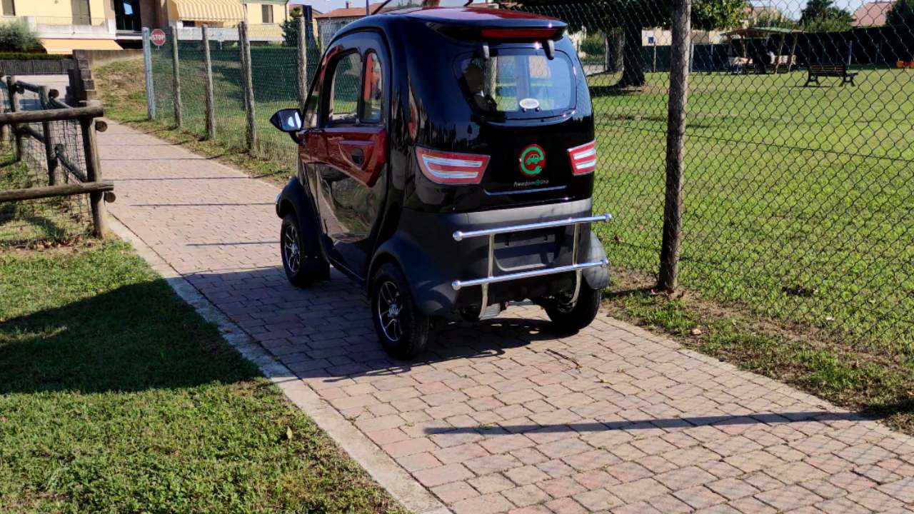 scooter-elettrico-cabinato-freedom-uno-prestazioni2