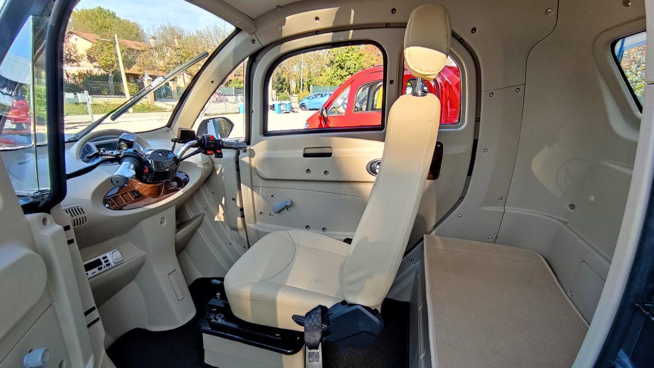 scooter-elettrico-cabinato-interni1