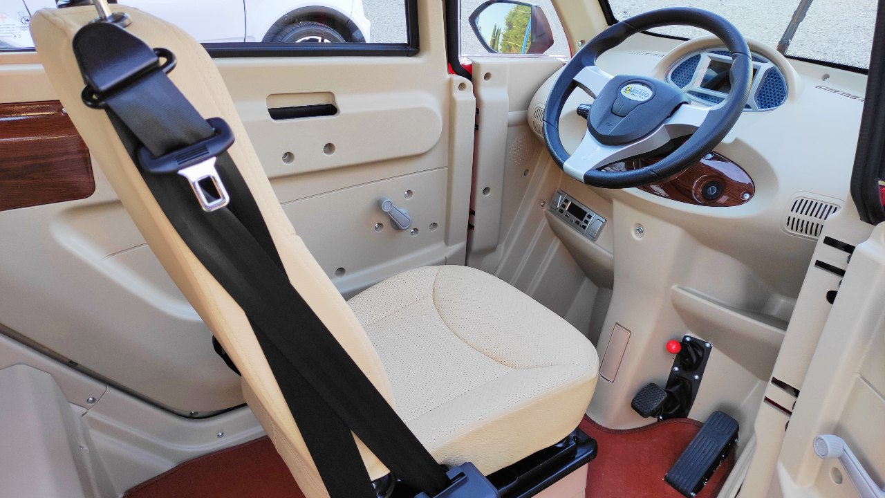 scooter-elettrico-cabinato-interni2