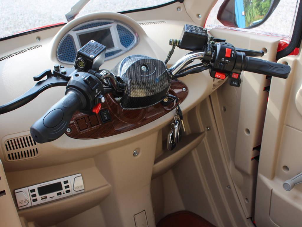 scooter-elettrico-cabinato-manubrio